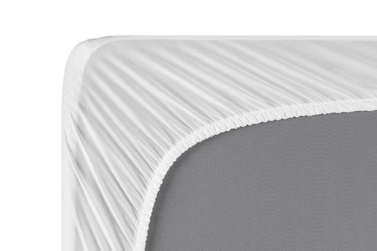 Right corner of the mattress, viewed from the bottom, with the mattress protector stretched and secured on